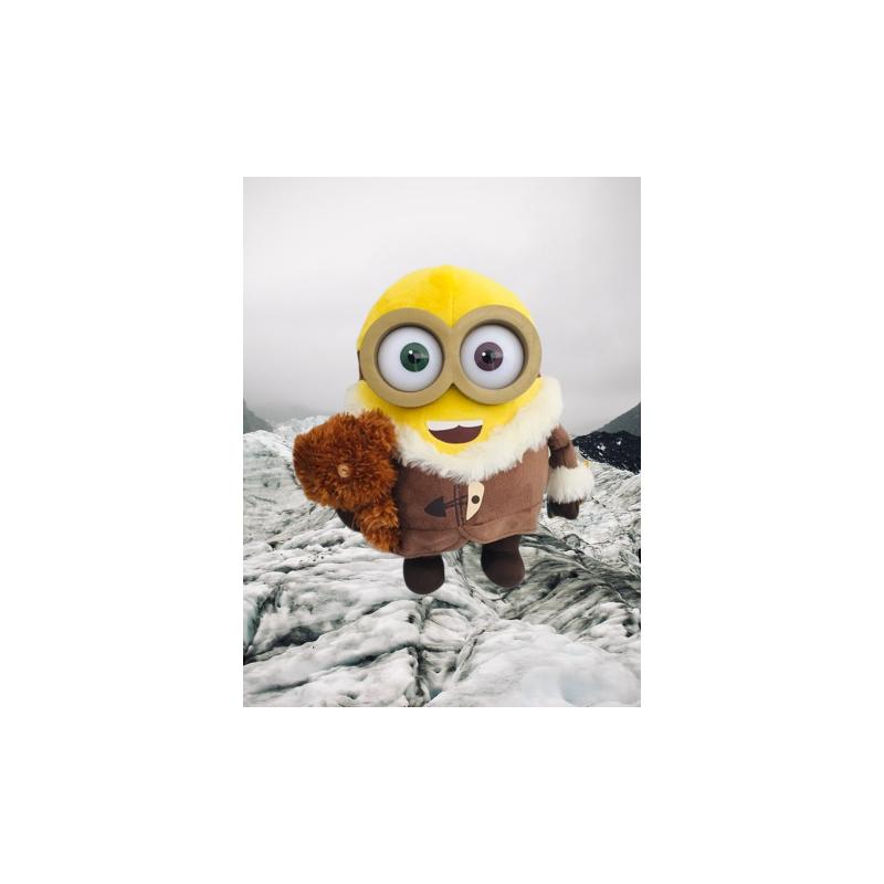 Peluche minion ice village avec peluche dans sa main 23 cm